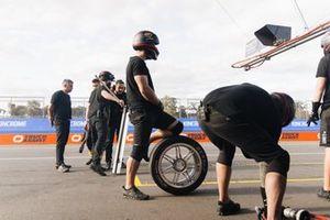 Kelly Grove Racing pit crew