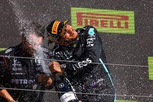 Lewis Hamilton, Mercedes, op het podium