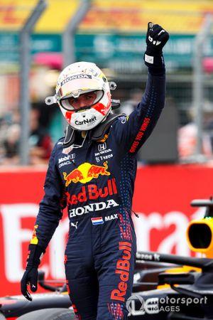 Pole man Max Verstappen, Red Bull Racing, festeggia nel Parc Ferme
