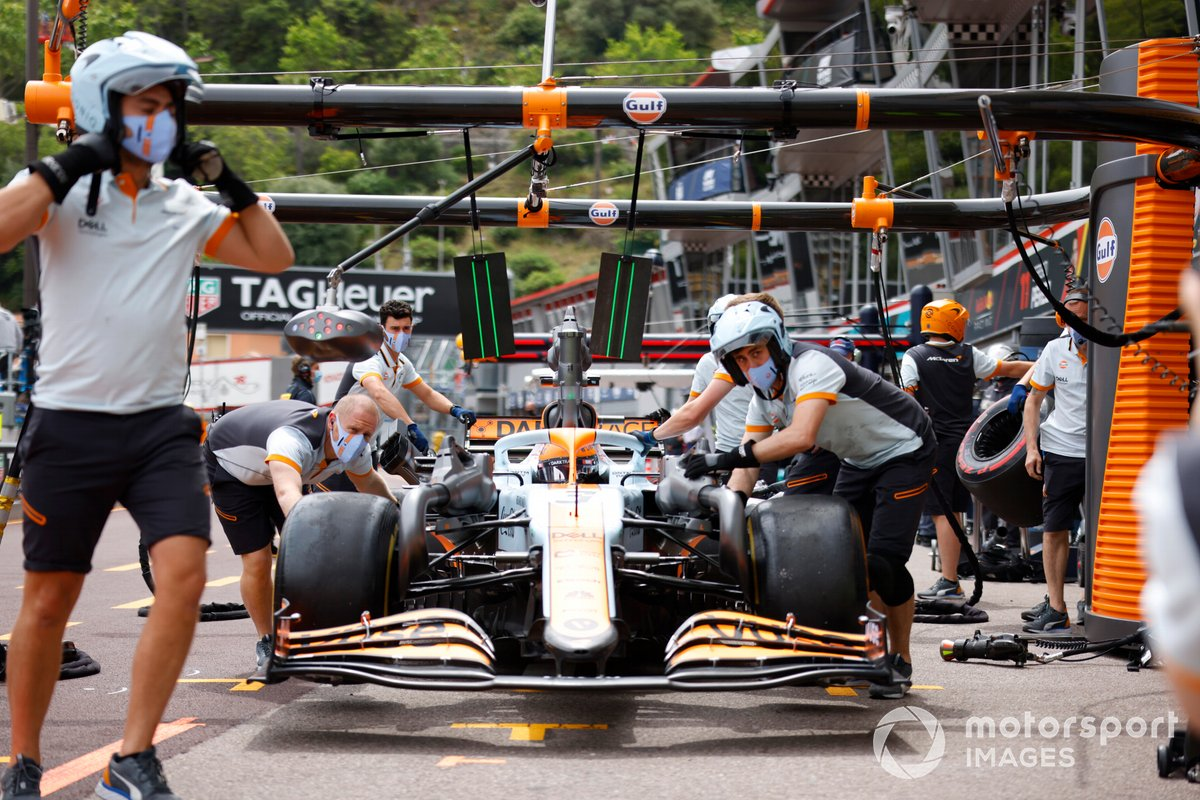 Daniel Ricciardo, McLaren MCL35M, in pit lane