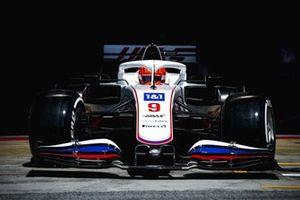 Nikita Mazepin, Haas VF-21, leaves the garage