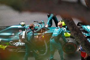 Sebastian Vettel, Aston Martin AMR21, on the grid