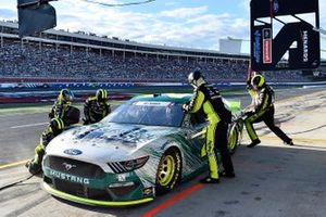 Matt DiBenedetto, Wood Brothers Racing, Ford Mustang Menards / Masterforce Tools pit stop