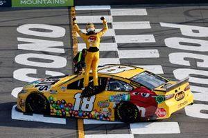 Kyle Busch, Joe Gibbs Racing, Toyota Camry M&M's Mini's celebrates his win