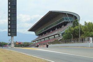 MotoGP-Piloten testen mit Serienbikes in Barcelona