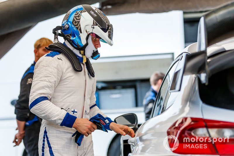 Valtteri Bottas prova la Ford Fiesta WRC del team M-Sport