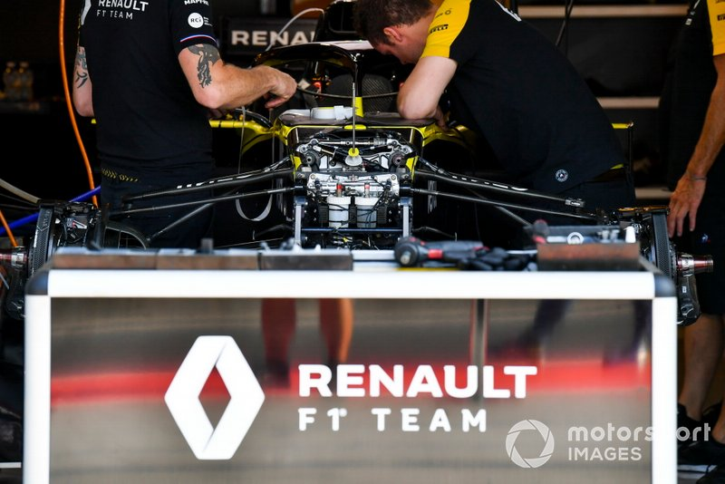 Front suspension on Renault R.S.19