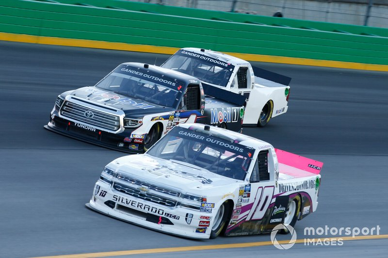 Jennifer Jo Cobb, Jennifer Jo Cobb Racing, Chevrolet Silverado Driven2Honor.org