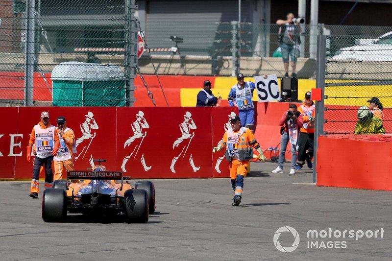 Carlos Sainz foi o primeiro da McLaren a abandonar na Bélgica