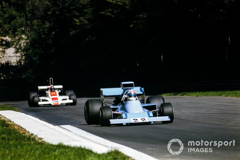 Chris Amon, Amon AF101 Ford, precede Graham Hill, Lola T370 Ford