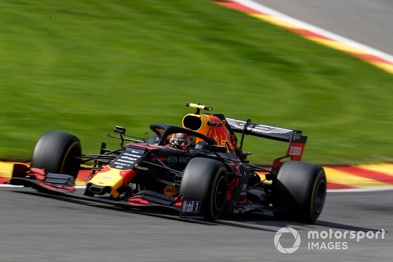 Albon finaliza quinto en su primer fin de semana con Red Bull
