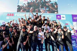 DS Techeetah team photo on the podium after Jean-Eric Vergne, DS TECHEETAH wins the championship