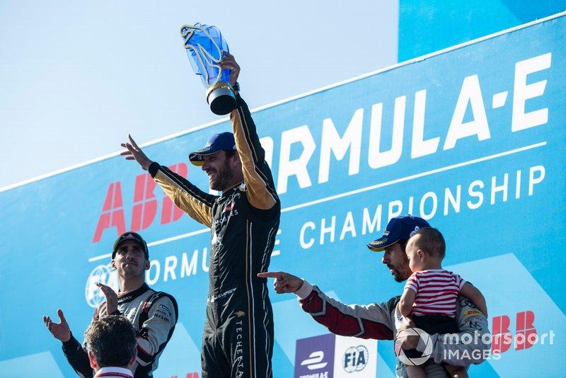Il vincitore del Campionato Jean-Eric Vergne, DS TECHEETAH festeggia sul podio con Sébastien Buemi, Nissan e.Dams, seconda posizione, Lucas Di Grassi, Audi Sport ABT Schaeffler, terza posizione