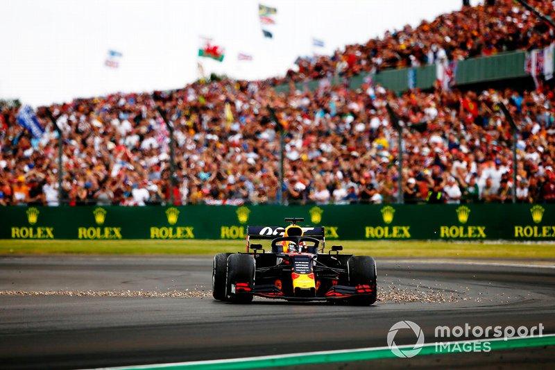 Max Verstappen, Red Bull Racing RB15, in testacoda dopo il contatto con Sebastian Vettel, Ferrari SF90