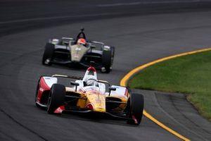 Takuma Sato, Rahal Letterman Lanigan Racing Honda, James Hinchcliffe, Arrow Schmidt Peterson Motorsports Honda