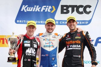 Podio: Adam Morgan, Cicely Racing Mercades A-Class y Sam Tordoff, AMD Tuning Honda Civic, Dan Cammish, Halfords Yuasa Team Dynamics Honda Civic