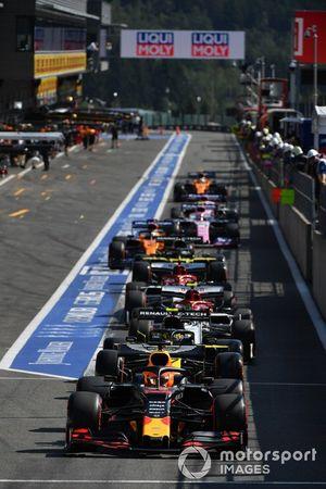 Max Verstappen, Red Bull Racing RB15, lines-up ahead of Nico Hulkenberg, Renault F1 Team R.S. 19 in the pit lane