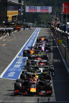 Max Verstappen, Red Bull Racing RB15, lines-up ahead of Nico Hulkenberg, Renault F1 Team R.S. 19 in the pit lane