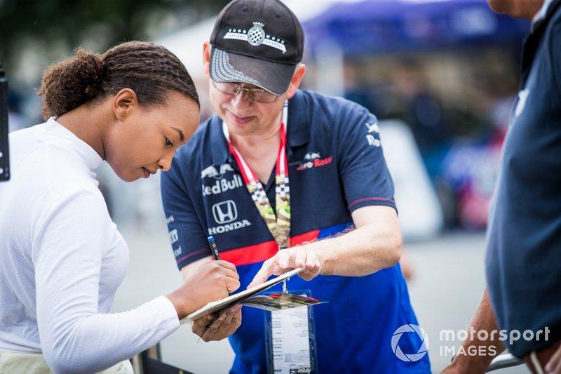 Naomi Schiff, signs autographs