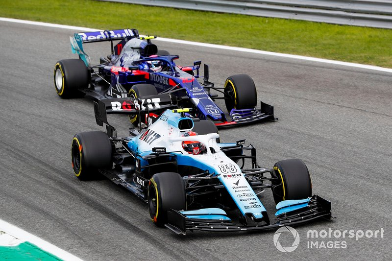 Robert Kubica, Williams FW42 y Pierre Gasly, Toro Rosso STR14 batalla