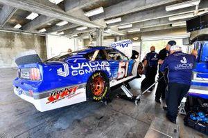 B.J. McLeod, Petty Ware Racing, Chevrolet Camaro JACOB COMPANIES crew