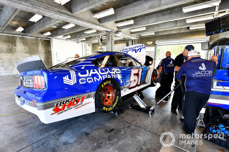 B.J. McLeod, Petty Ware Racing, Chevrolet Camaro JACOB COMPANIES crew