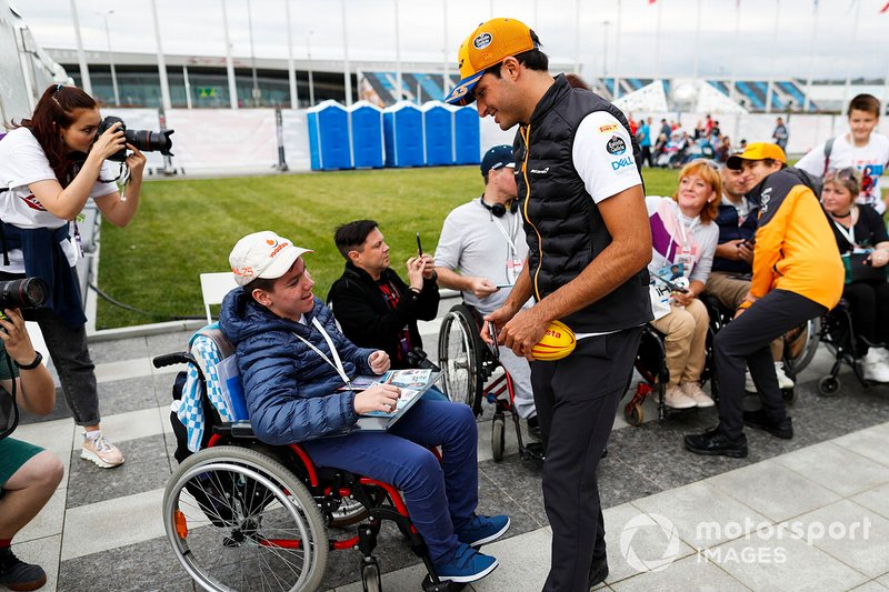 Carlos Sainz Jr., McLaren, and Lando Norris, McLaren, meet fans