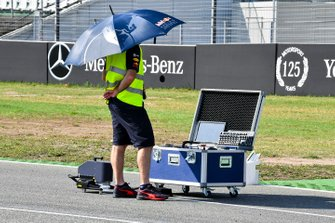 Red Bull Racing mechanic on the grid scanning the grid
