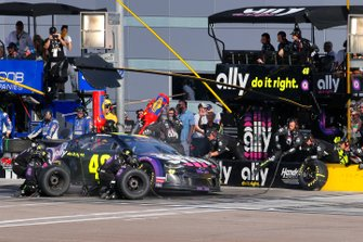 Jimmie Johnson, Hendrick Motorsports, Chevrolet Camaro Ally pit stop
