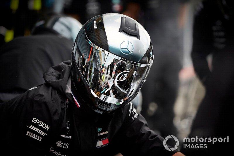 Un mecánico de Mercedes