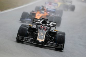 Romain Grosjean, Haas F1 Team VF-19, Carlos Sainz Jr., McLaren MCL34