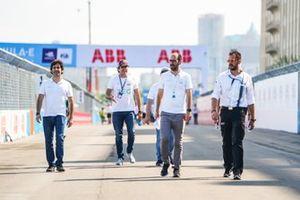 Sérgio Jimenez, Jaguar Brazil Racing, Cacá Bueno, Jaguar Brazil Racing camminano sulla pista