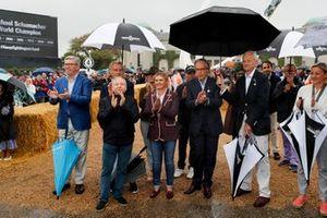 Ross Brawn, Luca Cordero di Montezemolo, Jean Todt, Corinna Schumacher, Lord March and Sabine Khem alla celebrazione per Michael Schumacher