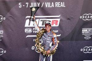 Podyum: Yarış galibi Mikel Azcona, PWR Racing CUPRA TCR