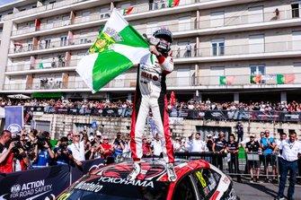 1. Tiago Monteiro, KCMG Honda Civic Type R TCR