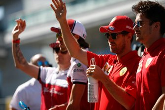 Kimi Raikkonen, Alfa Romeo Racing, Antonio Giovinazzi, Alfa Romeo Racing, Sebastian Vettel, Ferrari, en Charles Leclerc, Ferrari