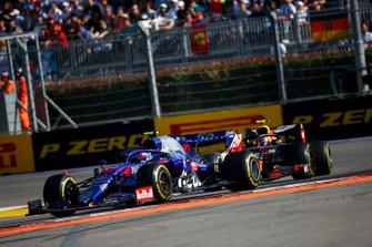 Pierre Gasly, Toro Rosso STR14, leads Alex Albon, Red Bull RB15