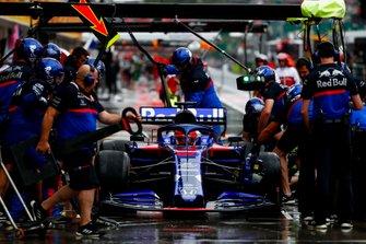 Daniil Kvyat, Toro Rosso STR14, dans les stands
