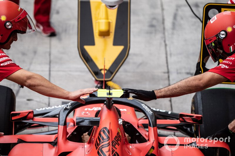 Prove dei pit stop della Ferrari con la Ferrari SF90