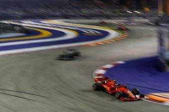 Шарль Леклер, Ferrari SF90, и Льюис Хэмилтон, Mercedes AMG F1 W10