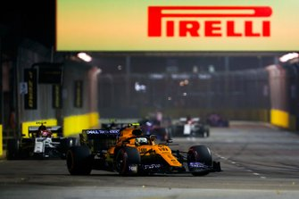 Lando Norris, McLaren MCL34, leads Antonio Giovinazzi, Alfa Romeo Racing C38