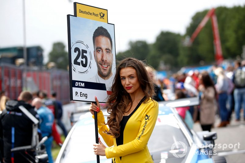 Grid girl Philipp Eng, BMW Team RBM