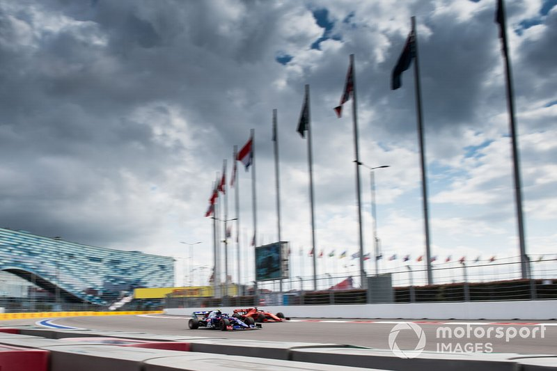 Pierre Gasly, Toro Rosso STR14, Sebastian Vettel, Ferrari SF90