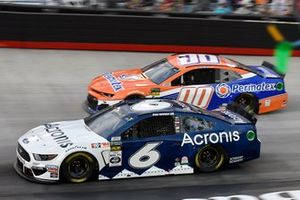 Ryan Newman, Roush Fenway Racing, Ford Mustang Acronis, Landon Cassill, StarCom Racing, Chevrolet Camaro PERMATEX