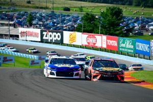 Chase Elliott, Hendrick Motorsports, Chevrolet Camaro NAPA AUTO PARTS, Martin Truex Jr., Joe Gibbs Racing, Toyota Camry Bass Pro Shops