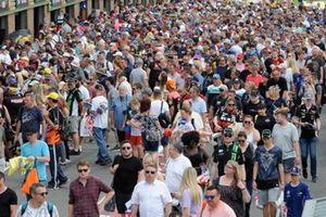 BTCC Fans on the pitwalk
