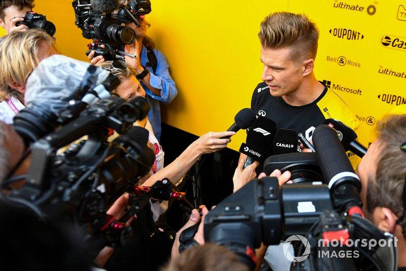 Nico Hulkenberg, Renault F1 Team, parla ai media