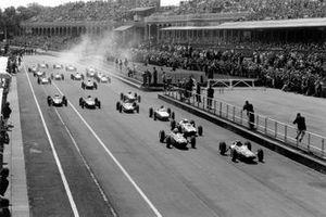Start zum GP Großbritannien 1962 in Aintree: Jim Clark, Lotus 24, führt