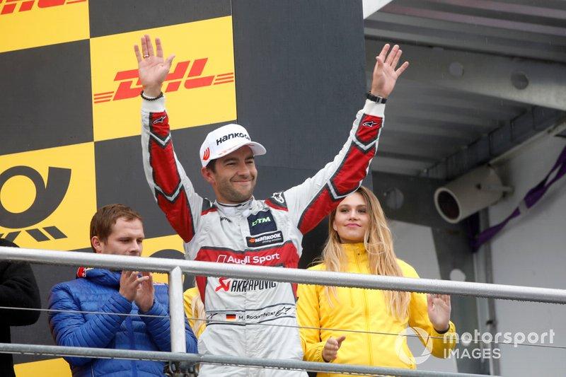 Подиум: обладатель второго места Майк Роккенфеллер, Audi Sport Team Phoenix