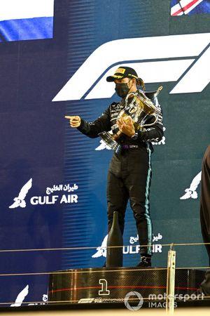 Race Winner Lewis Hamilton, Mercedes celebrates on the podium with the trophy